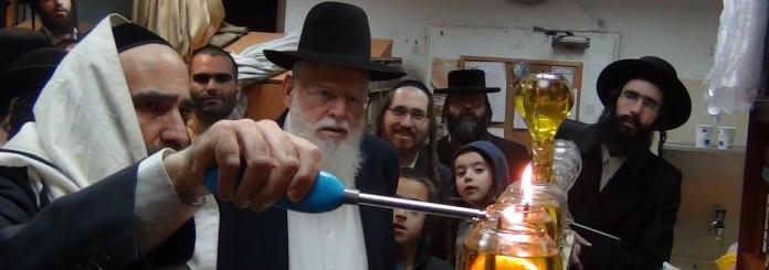 """הדלקת נרות חנוכה עם הרב שלמה עופר שליט""""א"""