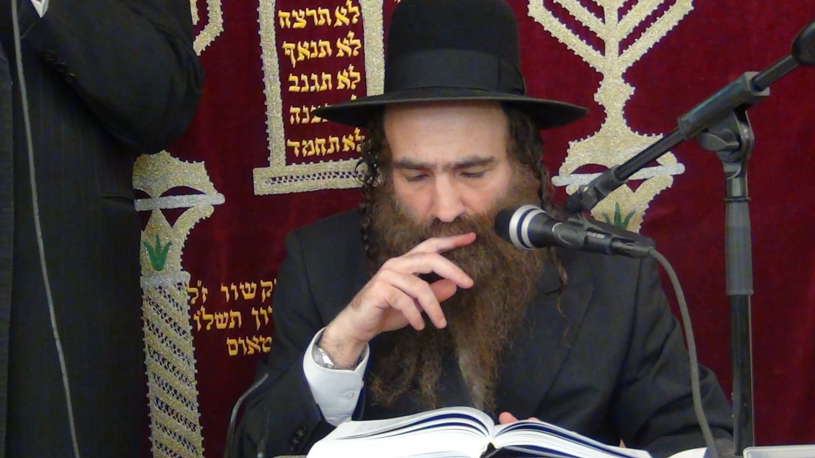 הרב שלמה עופר בשיעור בקריית מנחם